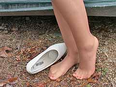 pee on feet