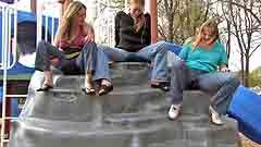 Goergia and Vicktoria flood their jeans